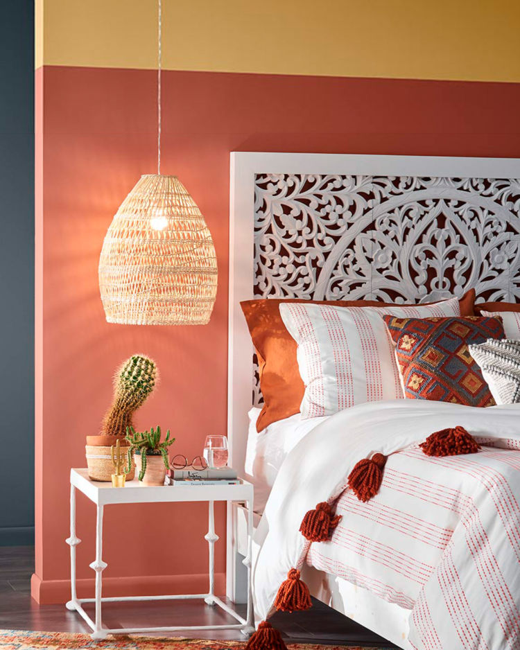 Bedroom, orange, rojo dust and dark grey wall, half of the bed