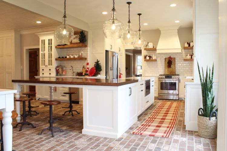 kitchen and dining room, farmhouse style, white cabinnets